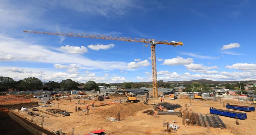Tower crane installation marks milestone for Goulburn Hospital & Health Service Redevelopment